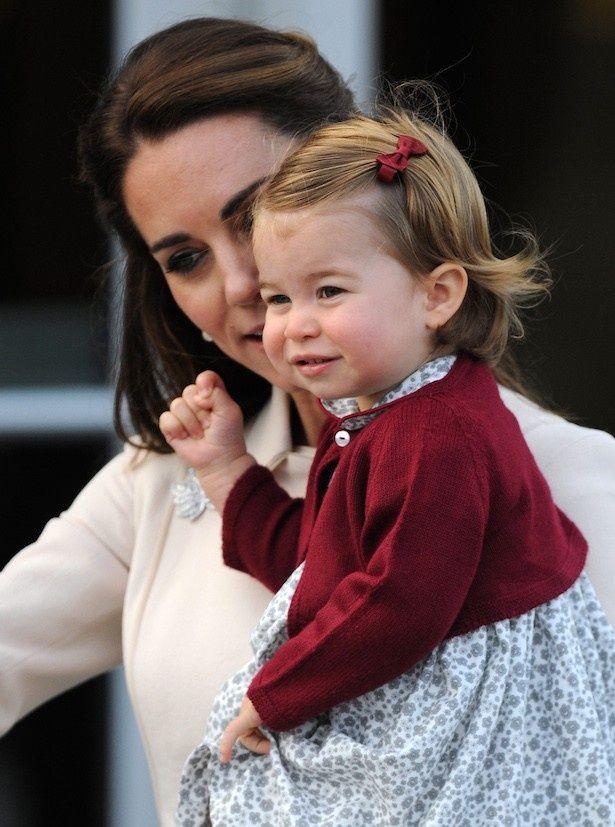 【写真を見る】シャーロット王女もクリスマスが待ちきれない!?