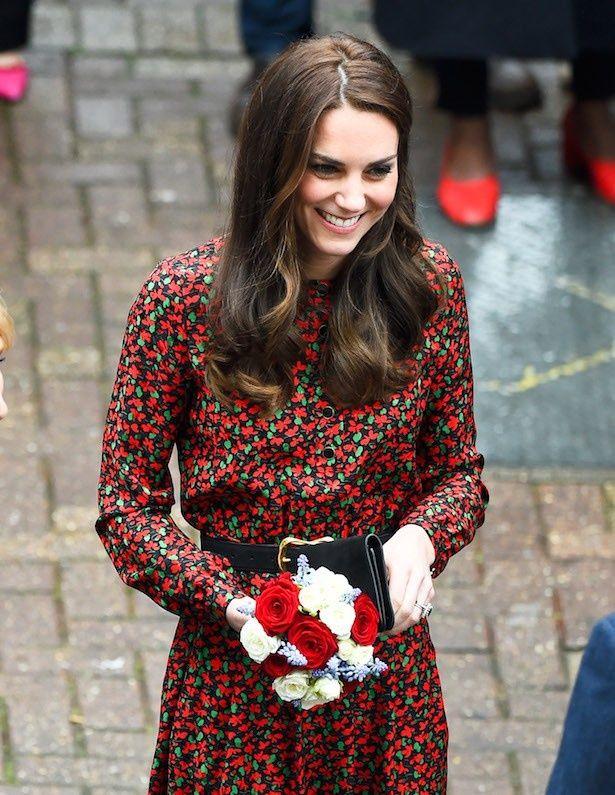 【写真を見る】キャサリン妃のクリスマスカラーのファッションをチェック!