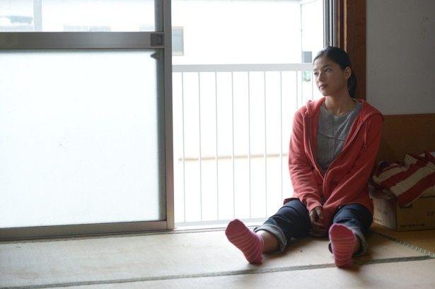 娘の璃子役にはE-girlsの石井杏奈