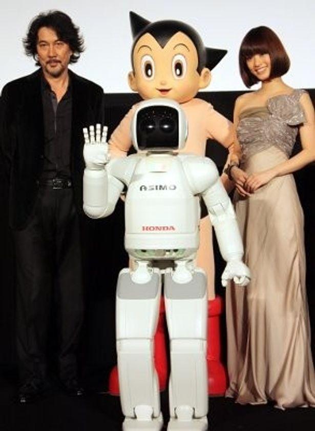 上戸彩、役所広司、アトム、世界初の本格的な二足歩行ロボット・ASIMOが顔合わせ