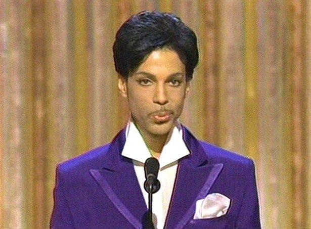 【写真を見る】第77回アカデミー賞にプレゼンターで登場した際のプリンス