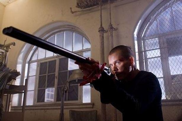 主人公がこんな感じに(!)変貌を遂げてしまうビジランテ映画『狼の死刑宣告』