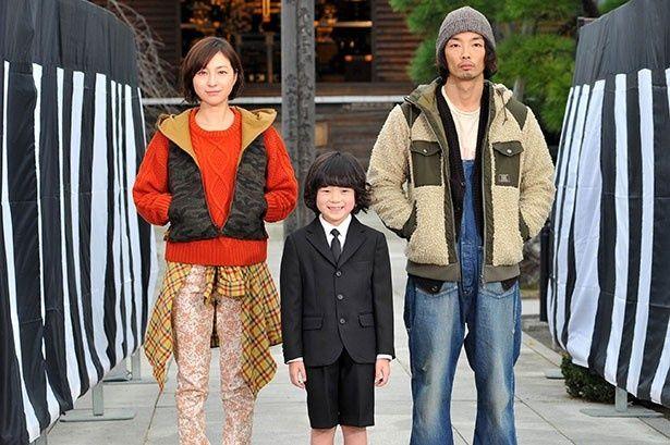 小学2年生の宙太が、叔父と伯母を結婚させるため奔走するコメディ「稲垣家の喪主」