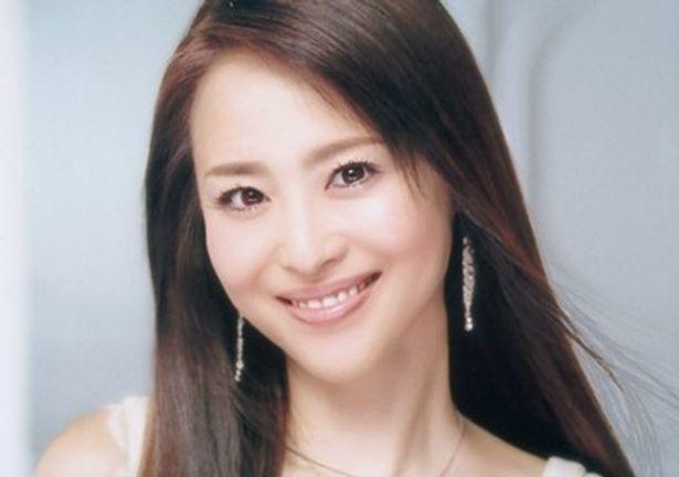 今までのCMからは一転、リラックスした表情を見せる松田聖子