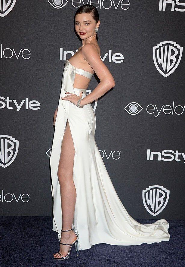 【写真を見る】ミランダがセクシーなドレスで美しいスタイルを披露!