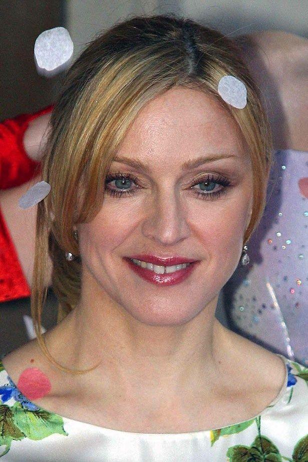 【写真を見る】2003年当時、45歳のマドンナ。驚異の美貌!