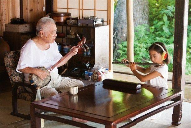 うみのおじいが奏でる沖縄民謡が最高