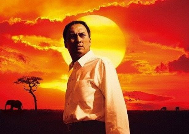 主演の渡辺謙は、原作者の山崎豊子にラブコールして企業戦士・恩地役を勝ちとった
