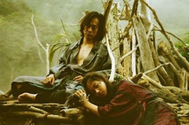 中村達也があの世から蘇る按摩のオグリを演じる『蘇りの血』