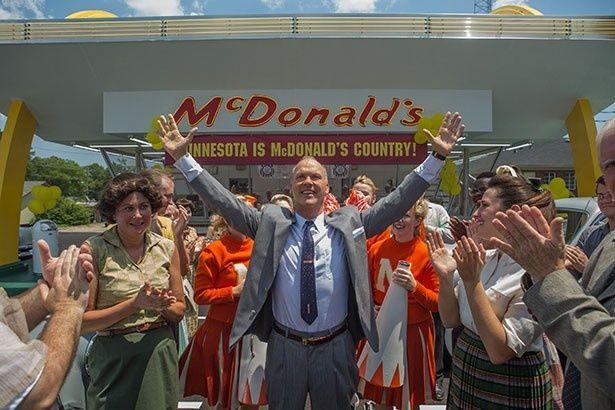 マイケル・キートンは『The Founder』で、マクドナルドを巨大チェーンにしたセールスマンを演じている