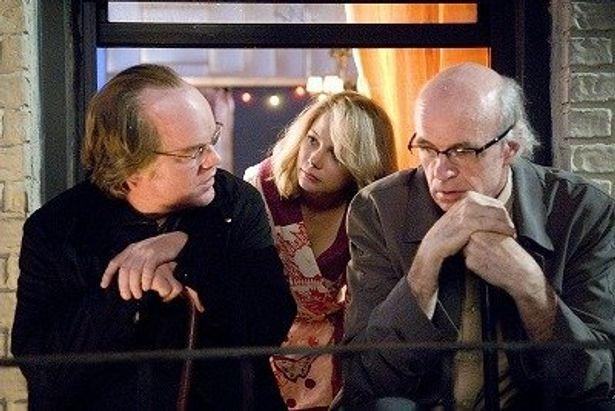 フィリップ・シーモア・ホフマン(左)扮する人気劇作家のとんでもない発想とは?