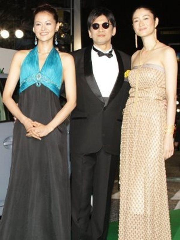 東京国際映画祭ではゴールドの衣装で登場!