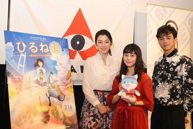 J-WAVE「AVALON」の公開収録イベントに参加した、高畑充希(中央)と満島真之介(右)。写真左は番組アシスタントの杉山セリナ