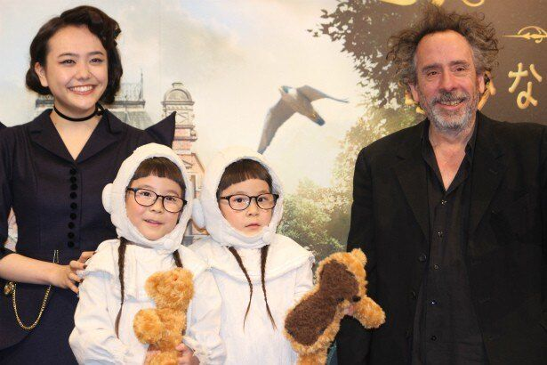 ティム・バートン監督が松井愛莉や人気双子姉妹のコスプレに感激