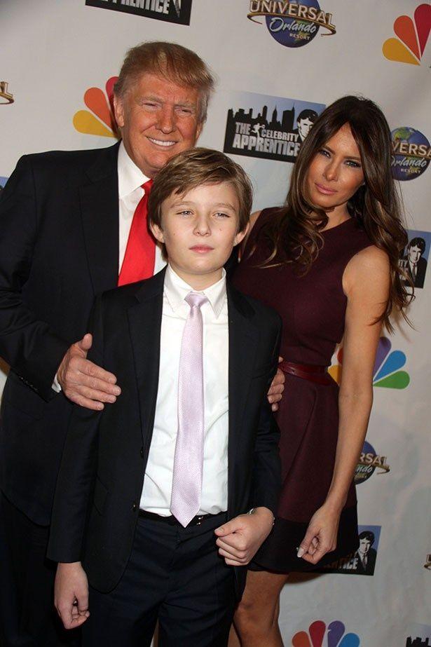 【写真を見る】トランプ大統領とメラニア夫人、息子バロンの3ショット