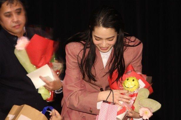ファンからのプレゼント攻めに遭っていた小松菜奈