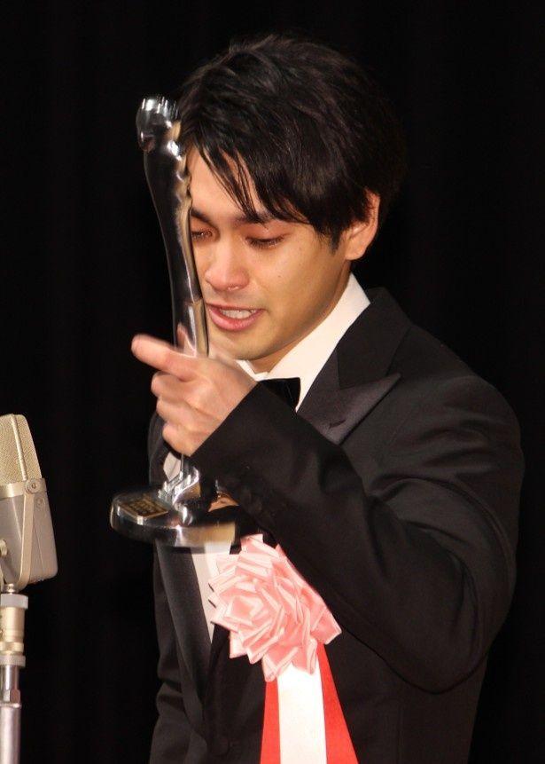 柳楽優弥がヨコハマ映画祭授賞式で男泣き