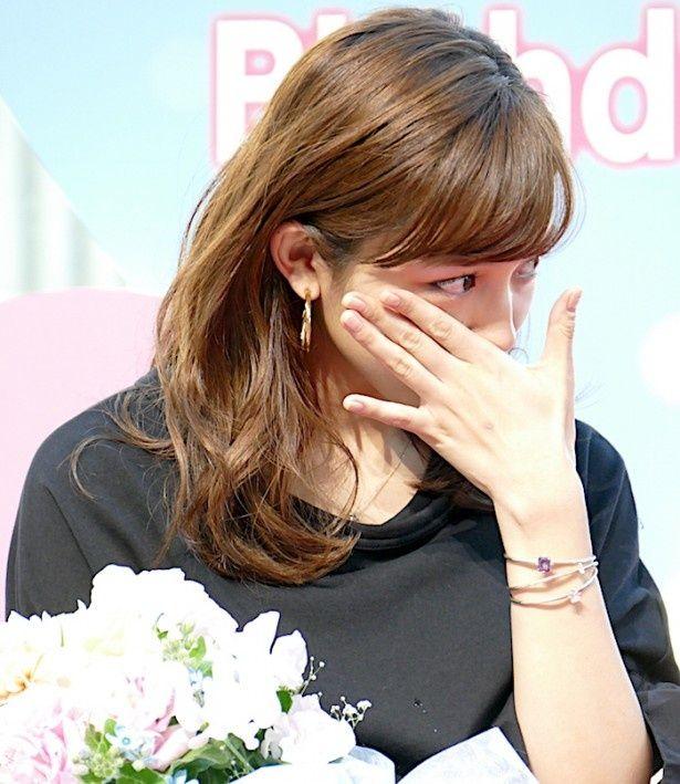 川口春奈、サプライズに感涙!